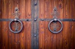Porta de madeira com borda do metal Imagens de Stock