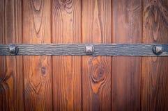 Porta de madeira com borda do metal Imagem de Stock Royalty Free