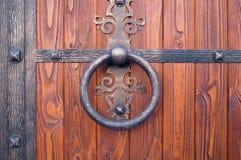 Porta de madeira com borda do metal Foto de Stock Royalty Free