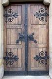 Porta de madeira com detalhes do ferro Imagem de Stock Royalty Free