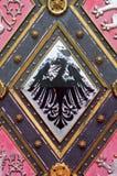 Porta de madeira com emblemas Imagens de Stock