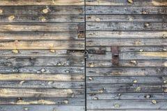 Porta de madeira com estilo chinês de aldrava de porta Foto de Stock Royalty Free