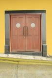 Porta de madeira com o deco arredondado dos vidros Fotos de Stock Royalty Free