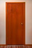 Porta de madeira com pena do metal Imagem de Stock Royalty Free