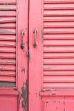 Porta de madeira cor-de-rosa imagem de stock royalty free