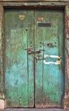 Porta de madeira dilapidada velha. Fotografia de Stock Royalty Free