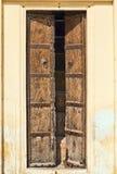 Porta de madeira dilapidada velha. Fotos de Stock Royalty Free