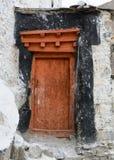 Porta de madeira do templo antigo fotografia de stock royalty free