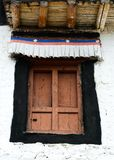 Porta de madeira do templo antigo fotos de stock