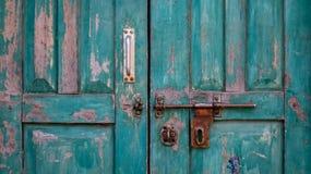 Porta de madeira do vintage velho fotos de stock royalty free