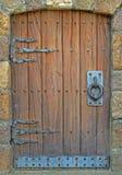 Porta de madeira e do ferro imagens de stock royalty free