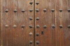Porta de madeira e velha da casa da quinta Fotos de Stock