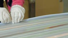 A porta de madeira de embalagem para transportationwooden o processo de manufatura da porta produção de portas interiores da made video estoque