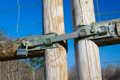 Porta de madeira fechado exterior Imagens de Stock Royalty Free