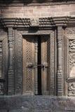 Porta de madeira handcrafted tradicional velha Foto de Stock Royalty Free