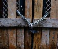 Porta de madeira Locked fotografia de stock
