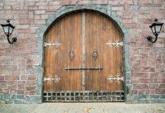 Porta de madeira medieval velha foto de stock
