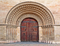 Porta de madeira na entrada a Valencia Cathedral. Imagem de Stock
