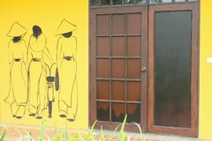porta de madeira na parede fotografia de stock royalty free