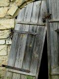 Porta de madeira quebrada imagens de stock
