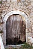 A porta de madeira quebrada velha Foto de Stock