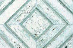 Porta de madeira resistida com teste padrão simétrico do diamante Imagem de Stock Royalty Free