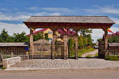 Porta de madeira romena velha Imagem de Stock