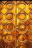 Porta de madeira velha com handel Fotografia de Stock Royalty Free