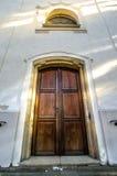 Porta de madeira velha com janela Imagens de Stock Royalty Free