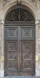 Porta de madeira velha com o arco com o sino Imagem de Stock Royalty Free