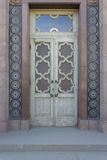 Porta de madeira velha com vidro Foto de Stock