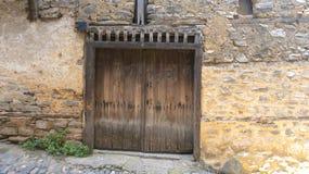 Porta de madeira velha Cumalikizik Turquia fotografia de stock