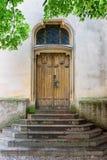 Porta de madeira velha da igreja Imagem de Stock