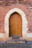 Porta de madeira velha da igreja Católica em Boêmia Imagens de Stock Royalty Free