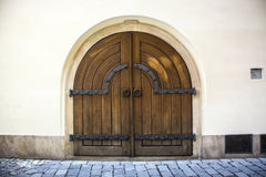 Porta de madeira velha europeia foto de stock royalty free