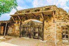 Porta de madeira velha na missão San Jose em San Antonio Texas imagem de stock royalty free