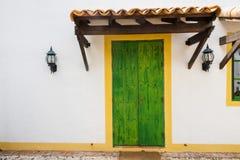 Porta de madeira verde antiga Imagem de Stock Royalty Free