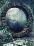 Porta de pedra em um jardim gótico ilustração stock