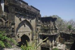 A porta de Shahnur ou de Mahakali, forte de Narnala, perto de Akola, Maharashtra fotos de stock