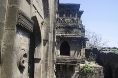 A porta de Shahnur ou de Mahakali, forte de Narnala, perto de Akola, Maharashtra imagens de stock