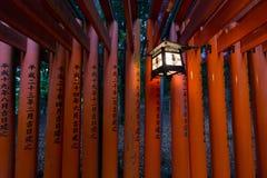 Porta de Torii no santuário de Fushimi Inari, Kyoto, Japão Foto de Stock Royalty Free