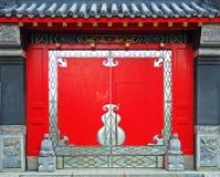 Porta de um templo Fotos de Stock