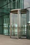 Porta de vidro revolvendo Fotografia de Stock Royalty Free