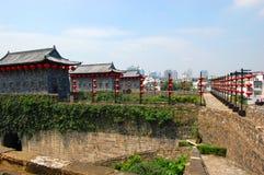 Porta de Zhonghua e skyline de Nanjing, China Foto de Stock Royalty Free