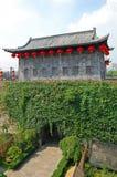 Porta de Zhonghua e skyline de Nanjing, China Fotografia de Stock