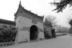 Porta de Zuishengfamen do templo famoso do jianfusi no inverno, imagem preto e branco Fotos de Stock