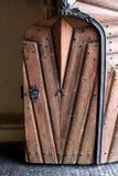 Porta decorata del castello Immagine Stock