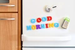 Porta dei frigoriferi con testo variopinto immagini stock