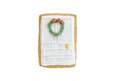 Porta del pan di zenzero di Natale con una corona isolata Fotografia Stock