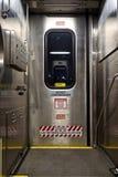 Porta del treno con i segnali di pericolo Fotografia Stock